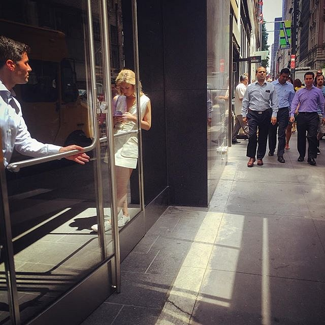 #manhattan #nyc #street #lunchtime #manhattanmeetings #business #photography