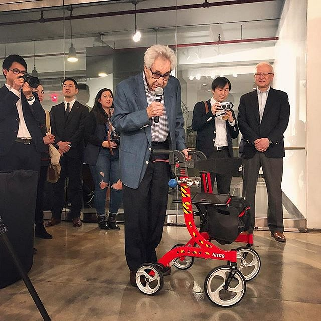 Elliott Erwitt says hi to the crowd at Milk Gallery on Thursday night for the opening of the Magnum HOME exhibition. #elliotterwitt #magnum #nyc #fanywalkerwithahorn