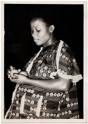 Nelly expecting. Photograph by Lema Mpeve Mervil of Studio Photo Less. Kinshasa, D.R.C., c. 1980.