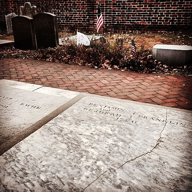 Ben Franklin's grave, Christ Church Burial Ground. #philly #pennsylvania #foundingfather #benfranklin #weekend #family #usa #exploringhistory