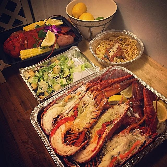 Yes, folks, that's three lobsters for dinner. #brooklyn #newyork #usa #lobster #afterassignment #perksofthejob