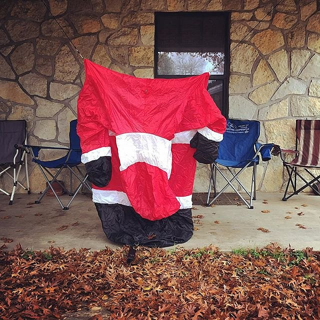 #santa #texas #usa #valleymills #bahumbug #deflated #ouch #holidays