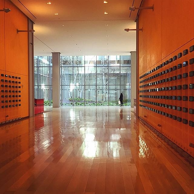 #nytimes #meetings #lobby #orange #light #nyc