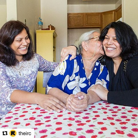 ・・・ Meet Doris, Shaista and Rahila, some of the last refugees to be resettled in the U.S. before new refugee admissions guidelines go into effect next week. The Sadiq family, originally from Pakistan, went through a two year vetting process before being admitted as refugees to the U.S. Today they are overwhelmed with joy to be together, safe and resettled in their new home in Virginia. We are proud to be a part of their story. Double-tap if you #StandWithRefugees.