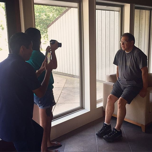 """Incredible first weekend co-teaching photography and interviewing @cherokee_museum with Barbara Duncan. The class named itself """"AniTsalagi Uninoheda"""" which translates to """"Cherokee People are telling the story."""" Here, the participants practice photographin"""